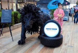 タイヤでできたライオン